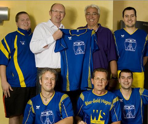 Bild zum Artikel: Blau Gold Team zu Gast beim neuen Trikot Sponsor