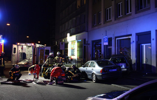 Bild zum Artikel: Pkw fuhr gegen Hauswand - Vier Fahrzeuginsassen verletzt