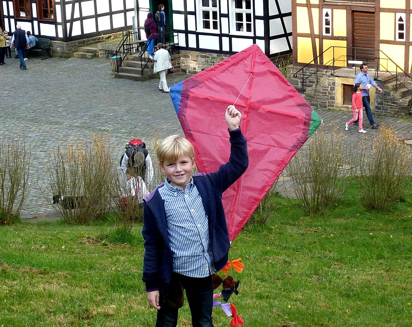 Bild zum Artikel: Drachenbau wie früher im LWL- Freilichtmuseum Hagen