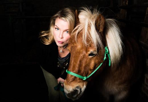 Bild zum Artikel: Für Mirja Boes ist das Leben kein Ponyschlecken