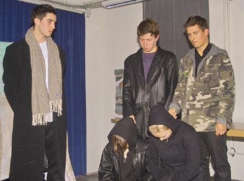 Bild zum Artikel: Theaterstück zu Kriegsverbrechen