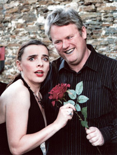 Bild zum Artikel: Rote Rosen, tote Lippen – ein kriminell komödiantischer Abend