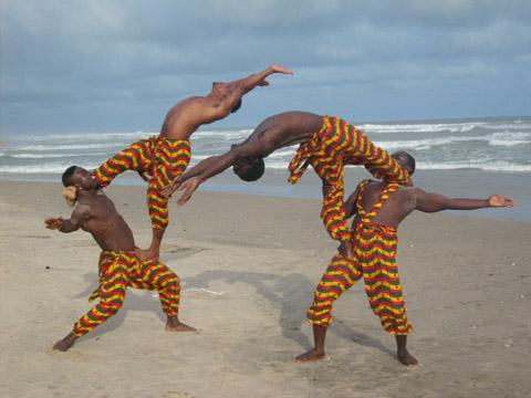 Bild zum Artikel: Circus aus Akrika mit Bani Obashwe