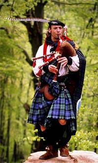 Dudelsackspieler mit schottischem Dudelsack