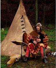 Flötenspieler am Zelt