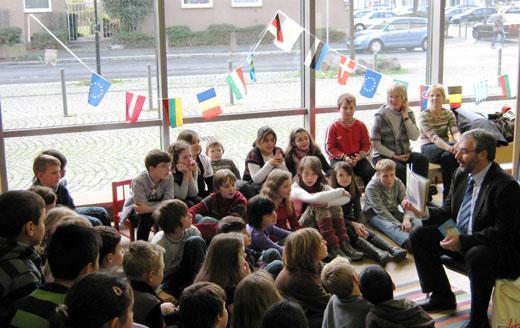 Bild zum Artikel: Über 50 Kinder beim bundesweiten Vorlesetag mit Oberbürgermeister Dehm