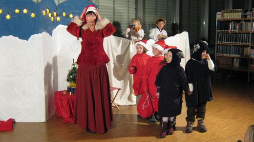 Bild zum Artikel: Himmlisches Weihnachtstheater in der Stadtbücherei