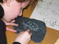 Bild zum Artikel: Stein-Ritzer – Steinzeitkunst für Kinder