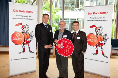 """Bild zum Artikel: Hagener Unfallverhütungs-Projekt wurde mit dem """"Roten Ritter 2010"""" ausgezeichnet"""