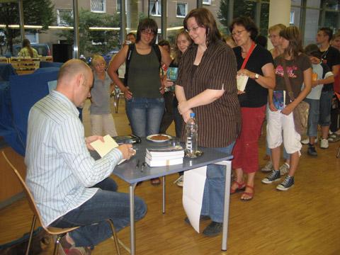 Kai Meyer signierte Bücher in der Stadtbücherei Hagen