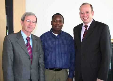 Bild zum Artikel: Gast aus Tansania beim Chemischen Untersuchungsamt
