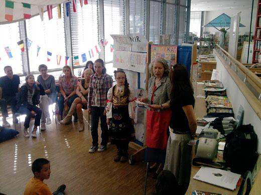 Bild zum Artikel: Internationale Vorlesestunde in der Bücherei