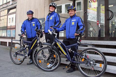 Bild zum Artikel: Ordnungspartner der Stadt Hagen mit Dienstfahrrädern auf Streife