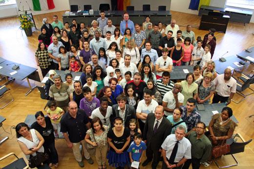 Bild zum Artikel: Feierliche Einbürgerung im Rathaus