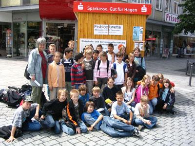 Bild zum Artikel: Schüler des Theodor-Heuss-Gymnasiums messen Gletscherwasser