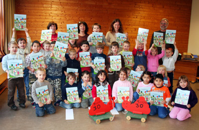 Bild zum Artikel: Kindergarten Emst mit Verkehrsbüchern ausgestattet
