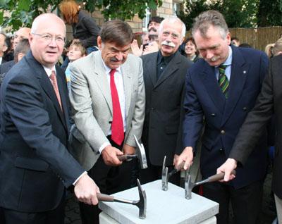 Bild zum Artikel: Hagen feiert ein fröhliches Fest zur Grundsteinlegung für das Emil Schumacher Museum