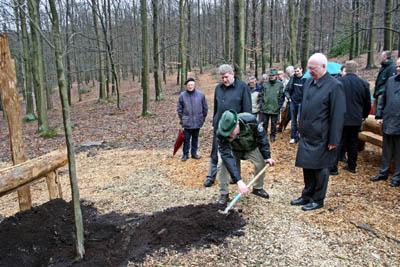 Hagen (NRW) - Peter Demnitz, Jost Arnold und Horst Heicappell am Ruheforst Philipshöhe