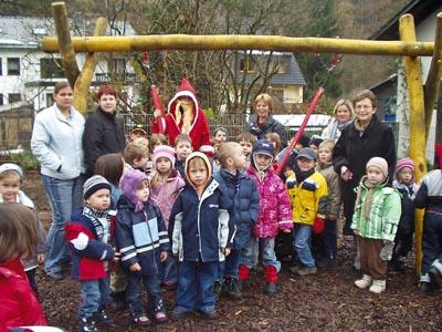 Bild zum Artikel: Nikolaus überraschte mit einem Schaukelnest