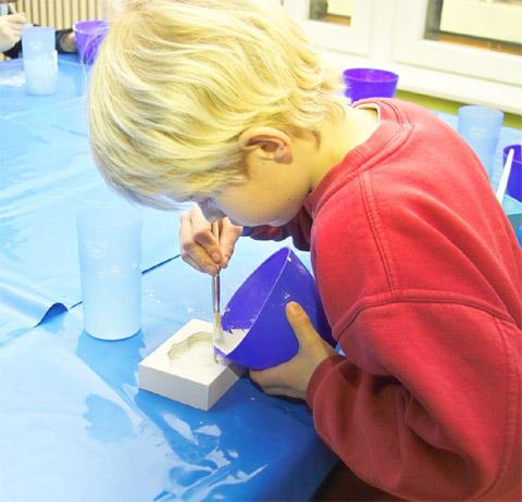 Bild zum Artikel: Fossiliengießen für Kinder