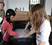 Papierschöpfen im Freilichmuseum Hagen