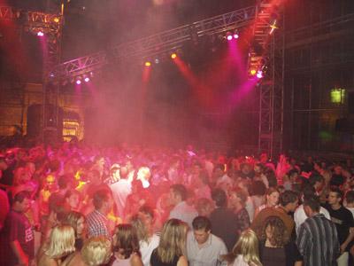 Bild zum Artikel: Über 30-Party in Menden